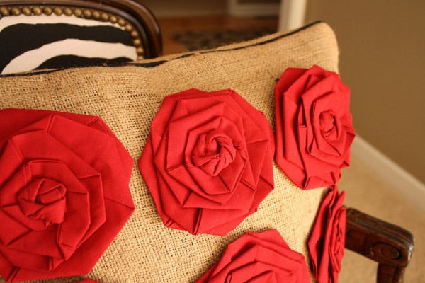 Стильные розы изткани
