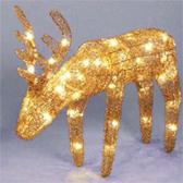 Светящиеся золотые олени из ротанга - самое модное интерьерное украшение этого сезона.  Группка оленей, стоящих под...