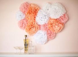 Невесомость в пастельных тонах: сердечко из помпонов
