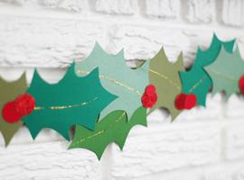Делаем праздничную гирлянду из листьев остролиста