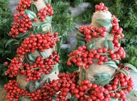 Ёлочка из декоративных ягод