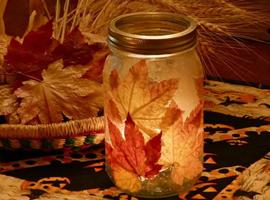 Светильник из осенних листьев