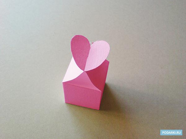 коробочку с сердечком.