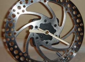 Часы из велосипедного тормозного диска