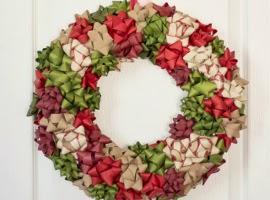 Новогодний венок из подарочных бантиков