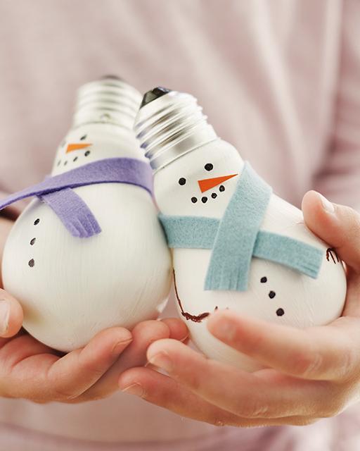 Попробуйте сделать такие сказочные новогодние сувениры.