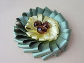 Брошка-цветок из лент