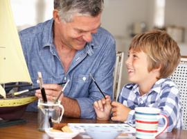 Что подарить на 23 февраля дедам и отцам?