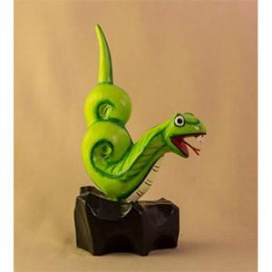 Фигурка из дерева Змейка на подставке зеленая