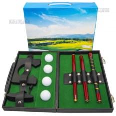 Набор для гольфа в металлическом кейсе