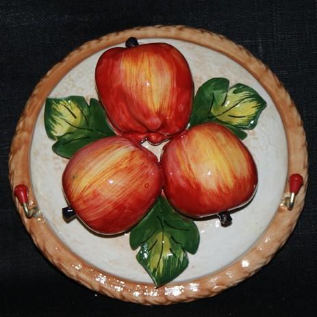 Настенная композиция с яблоками с крючками