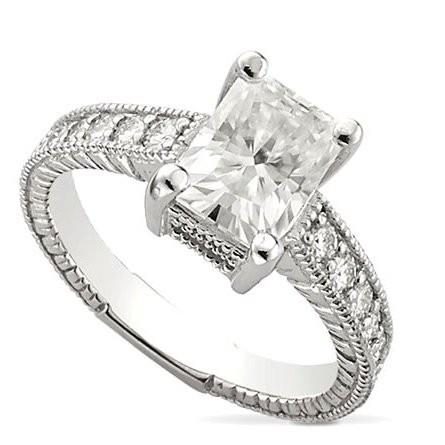 Золотое кольцо Lynn с муассанитом  огранки Радиант