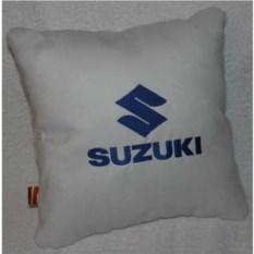 Белая подушка с синей вышивкой Suzuki