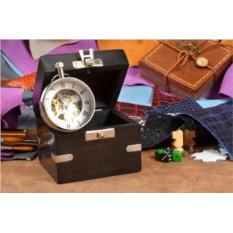 Настольные часы в деревянной шкатулке