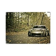 Обложка на права Машина в лесу