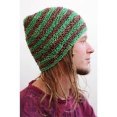 Зеленая шапка из конопли