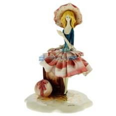 Статуэтка из фарфора Дама с чемоданом