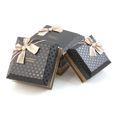 Коробка — куб 3 в 1, черная в точку, с бантом