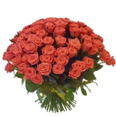 Букет из 101 ярко-персиковой розы высотой 40 см