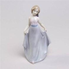 Декоративная фарфоровая статуэтка Барбара