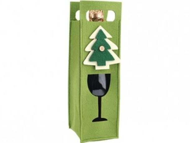 Зеленый декоративный чехол для бутылки с новогодней елкой