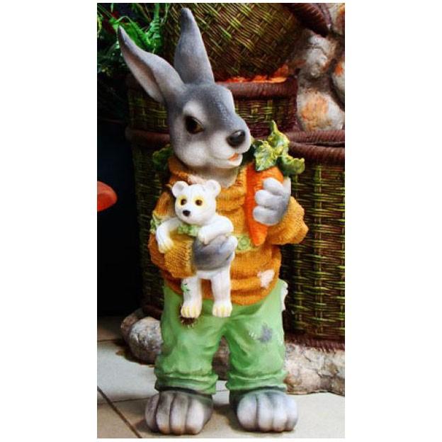 Фигура садовая «Заяц с морковкой»