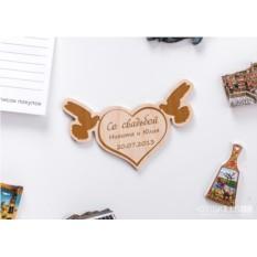 Деревянный магнит с гравировкой Свадебные голуби