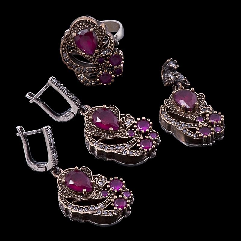 Комплект украшений с цирконами и рубинами