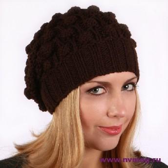 Женская шапка с шишками