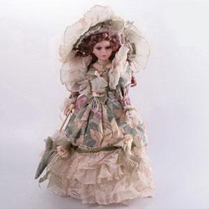 Кукла  в кремовом платье «Барокко»
