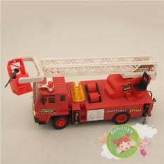 Пожарная машина с подъемной стрелой на радиоуправлении