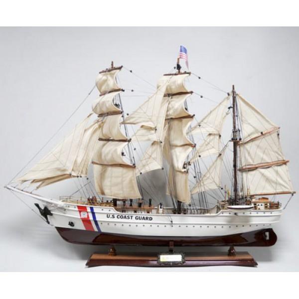 Модель парусника US Coast guard