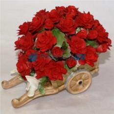 Красные цветы из фарфора Любовь и голуби