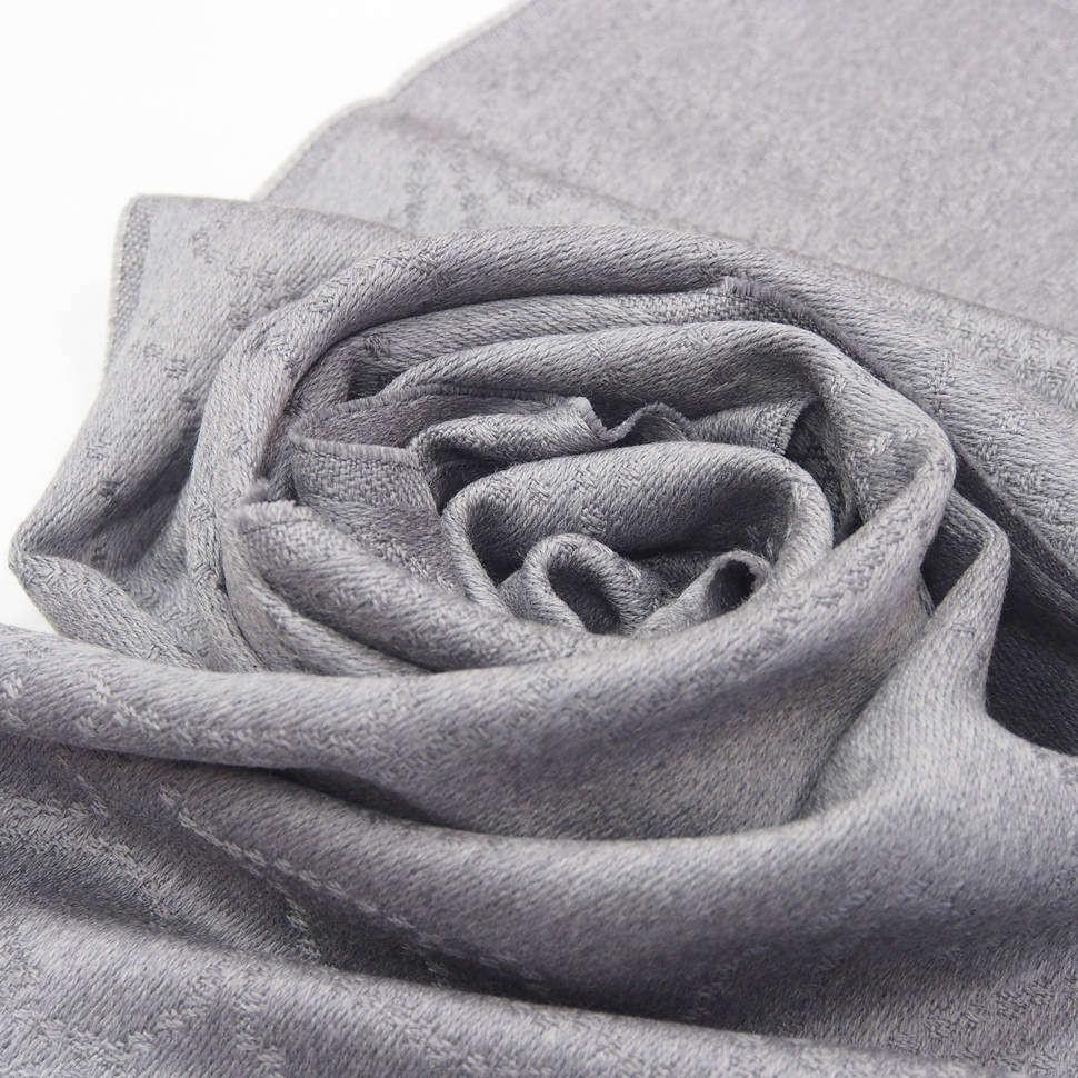 Светло-серый зимний шарф Versace