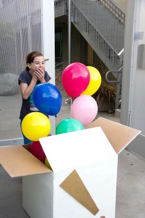Воздушные шары-сюрприз в большой коробке