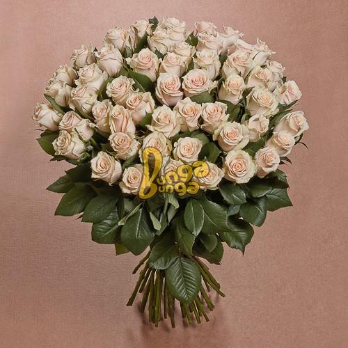 Веник из 51 кремовой розы