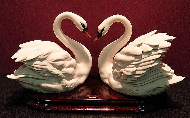 Скульптура «Пара лебедей»