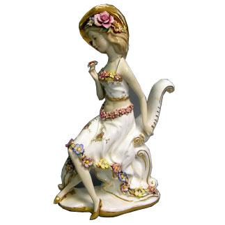 Статуэтка «Дама с цветком»