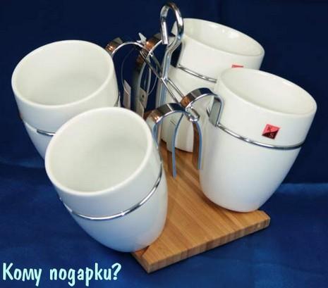 Чайный набор: четыре чашки на бамбуковой подставке