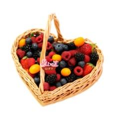 Фруктовая корзина Tutti Frutti Love is