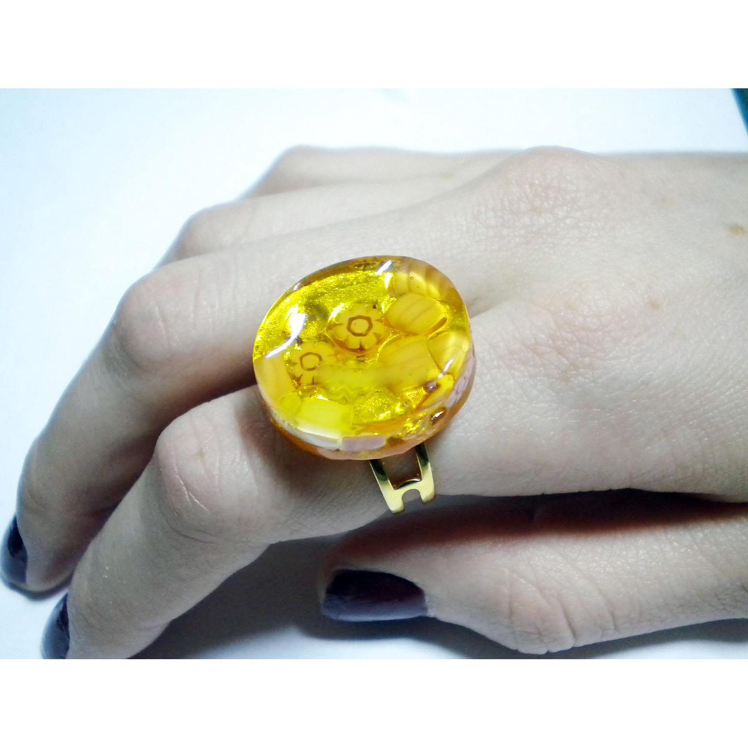 Кольцо на золотой фольге