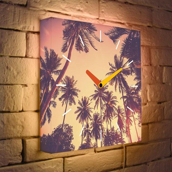 Настенные часы с подсветкой «Пальмы»