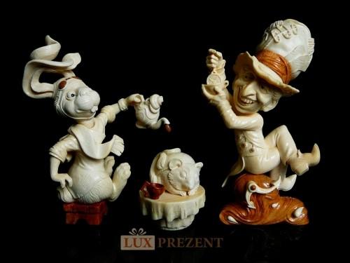 Композиция фигурок из бивня мамонта Безумное чаепитие