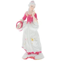 Фигурка из фарфора Девушка с корзинкой