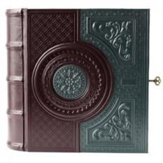 Книга-бар из кожи с хрустальным графином и рюмками