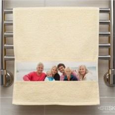 Жёлтое полотенце с фото