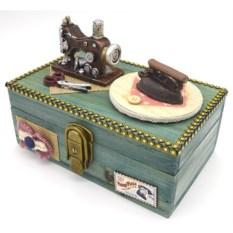 Деревянная шкатулка для рукоделия с музыкой и ключом