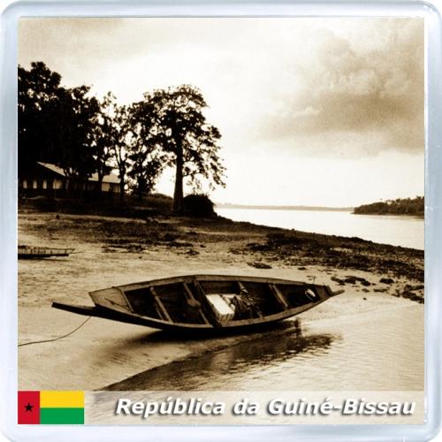 Магнит: Гвинея-Бисау. Брошенная лодка