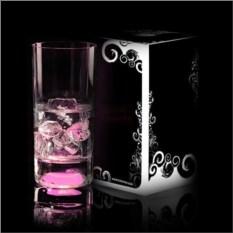 Стакан с розовой подсветкой