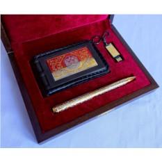 Набор из кожаной визитницы, ручки и флешки